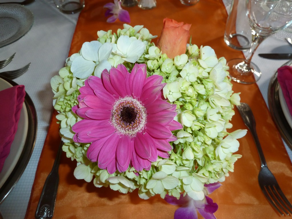 Place setting flower arrangement for wedding guests on the beach in Costa Rica