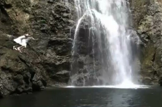 waterfall-couple-jumping
