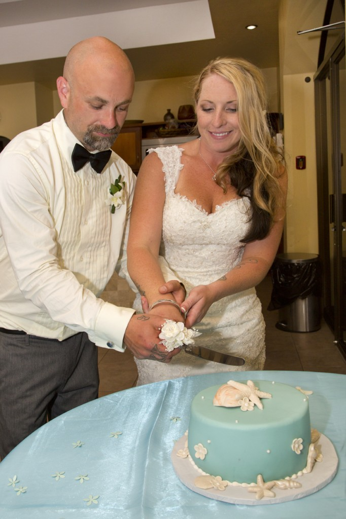 cutting-wedding-cake