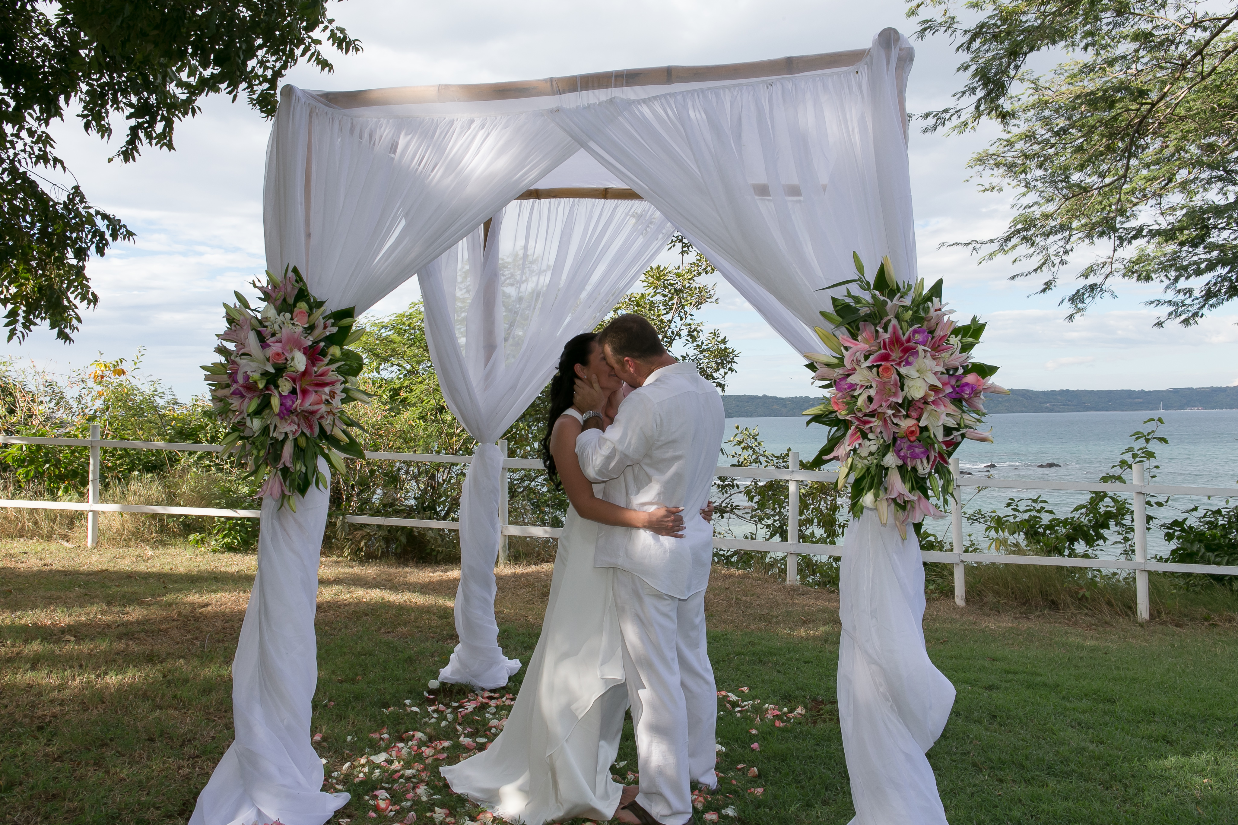 wedding canapy over looking the ocean in Guanacaste Costa Rica