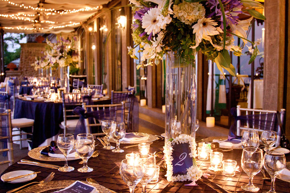 blue and white table decor